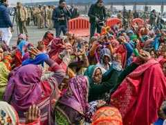 Women Farmers Tie Up Hands In Symbolic Protest Near Delhi-Noida Flyway