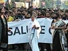 কাশ্মীরে পুলওয়ামার  জঙ্গি হানার  প্রতিবাদে পথে নামলেন মমতা