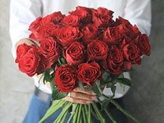 Happy Rose Day 2020: आज भी शायद कोई फूलों का तोहफा भेज दे, तितलियां...फूल नहीं शायरी से जीतें दिल