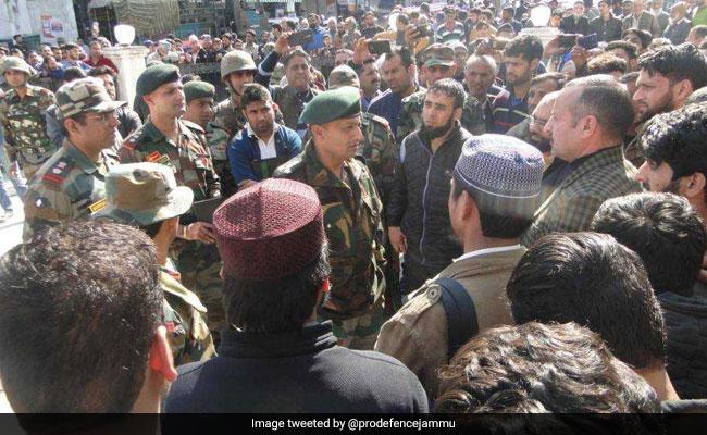 सेना ने जम्मू में फंसे 3 हजार कश्मीरी यात्रियों को रात में ठहराया, 3 दिनों तक भोजन करवाकर भेजा श्रीनगर