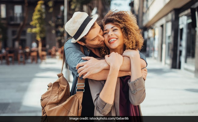 Happy Hug Day 2019: Beautiful Love Quotes To Share With Your Valentine