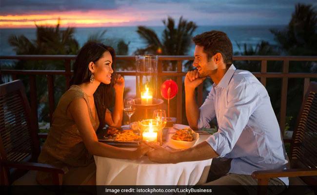 Happy Valentine's Day: वैलेन्टाइन्स डे को इस तरह बनाएं यादगार, पार्टनर को सुनाएं ये 5 रोमांटिक सॉन्ग