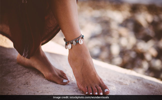 5 Chic Anklets To Amp Up Your Accessory Collection