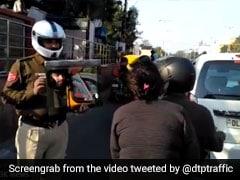 VIRAL VIDEO: स्कूटी पर था कपल, बिना हेलमेट पहने लड़की को यूं Delhi Traffic Police ने सिखाया सबक