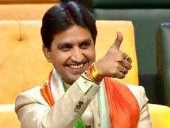 केंद्रीय मंत्री पर भड़के कुमार विश्वास ने पीएम मोदी से कहा- इन 'नमूनों' से कहिए, अपने सरकारी बंगलों में मगन रहें