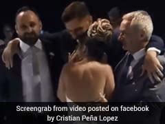 दुल्हन के साथ डांस करने के लिए व्हीलचेयर से ऐसे उठ खड़ा हुआ दूल्हा, वायरल हुआ VIDEO