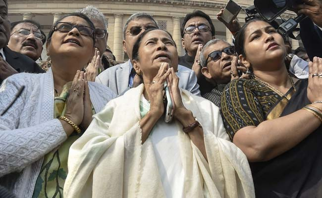 Mamata Banerjee Prayed In Front Of Gandhi Statue 'To Remove BJP'