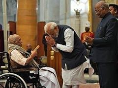 विवेकानंद केंद्र ने गांधी शांति पुरस्कार के एक करोड़ रुपये पुलवामा के शहीदों के परिवारों को दिए