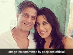 पूजा बेदी ने 48 साल की उम्र में की सगाई, बॉयफ्रेंड संग Photo हुईं वायरल