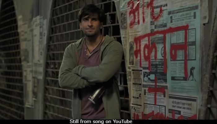 Gully Boy Review: गरीबी-तंगी में रहने वाले 'रैपर' का बड़ा सपना, 'गली बॉय' की दमदार कहानी