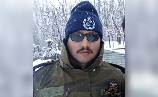 जम्मू-कश्मीर: कुलगाम में आतंकवादियों से मुठभेड़ में एक अधिकारी शहीद, तीन आतंकी ढेर
