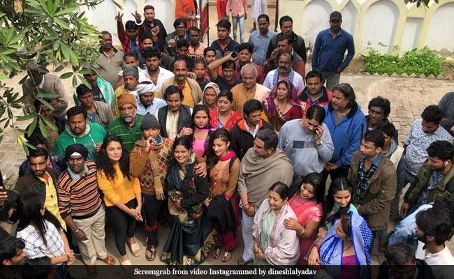 Bhojpuri Cinema: निरहुआ फिल्म के सेट पर लगाने लगे 'भारत माता की जय' के नारे, आम्रपाली ने किया कुछ ऐसा- Video