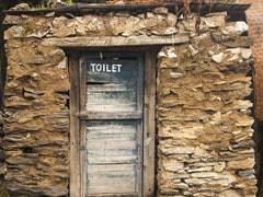 शौचालय में बैठा था शख्स, तभी गिरी छत, PM Modi के 'स्वच्छ भारत मिशन' की उड़ी धज्जियां