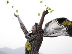 5 Breezy <i>Kurtis</i> To Take On The Indian Spring