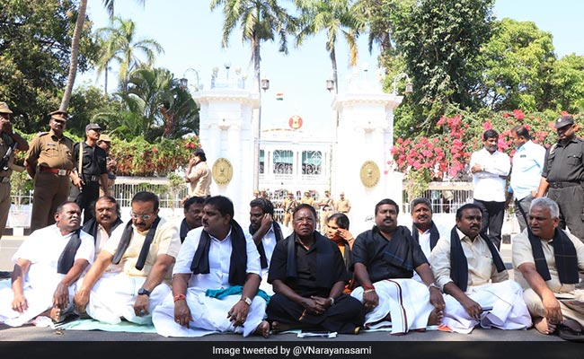 Battling Kiran Bedi Over Helmets, Puducherry Chief Minister Sits On Road