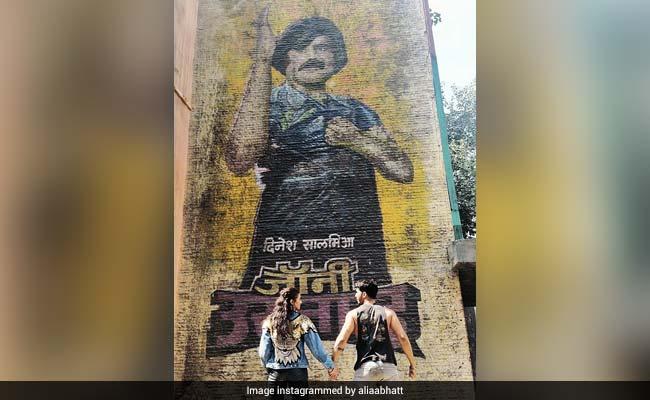 Spot Kalank Co-Stars Alia Bhatt And Varun Dhawan In This Pic Of Rajinikanth