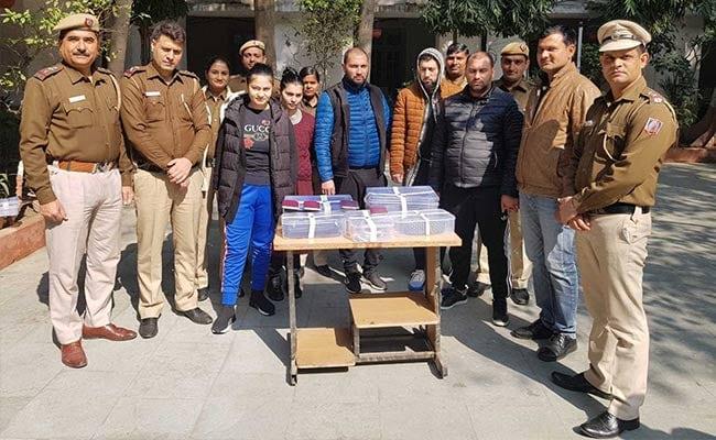 दिल्ली पुलिस के हत्थे चढ़ा ATM मशीन में माइक्रो चिप लगाकर कार्ड की जानकारी चुराने वाला विदेशी गिरोह