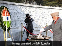 पुलवामा हमलाः PM मोदी की दिनचर्या पर क्यों मचा घमासान, जानिए कांग्रेस और बीजेपी के आरोप-प्रत्यारोप