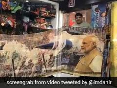 भारत ने लिया पुलवामा का बदला, तो इस गुजराती ने तैयार की Surgical Strike साड़ी, देखें VIDEO
