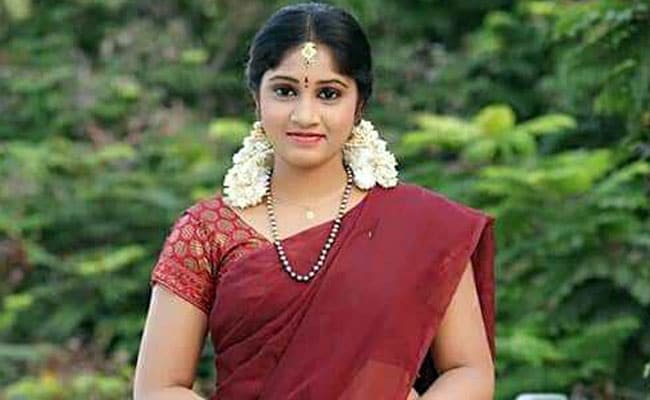 TV actress Naga Jhansi ends life in Hyderabad