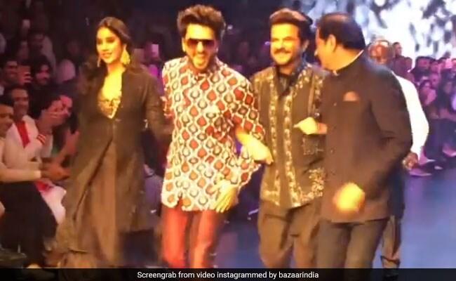 रणवीर सिंह ने जाह्नवी कपूर के साथ किया रैंप वॉक, फिर अनिल कपूर संग यूं करने लगे मस्ती- देखें Video