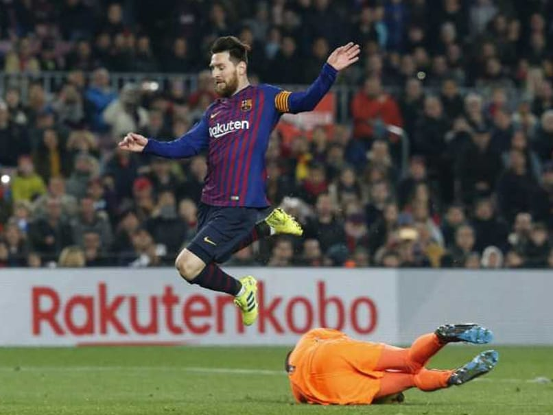 Barcelona held by battling Lyon as Bayern frustrate Liverpool