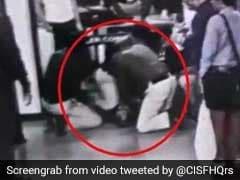 वाराणसी एयरपोर्ट पर यात्री को आ गया हार्ट अटैक, भागता हुआ आया ये शख्स और... देखें VIDEO