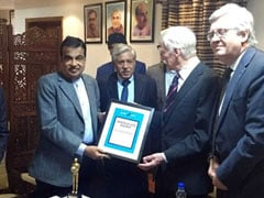 Hon'ble Transport Minister Nitin Gadkari Presented With Innovation Award By Global NCAP
