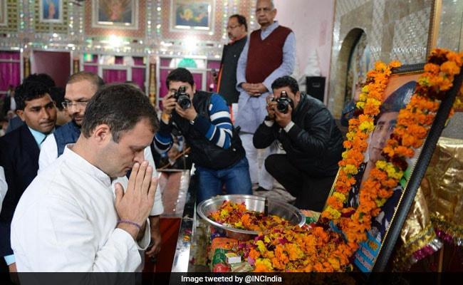 शहीद जवान के परिजनों से मिले प्रियंका और राहुल गांधी, कहा- आपके बेटे ने देश को सर्वस्व दिया