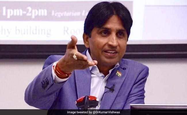 चुनाव 2019: विपक्षी नेताओं ने EVM को लेकर EC को सौंपा ज्ञापन, कुमार विश्वास ने तंज कसते हुए किया यह Tweet