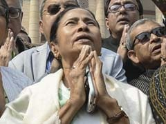 "Mamata Banerjee Prayed In Front Of Gandhi Statue ""To Remove BJP"""