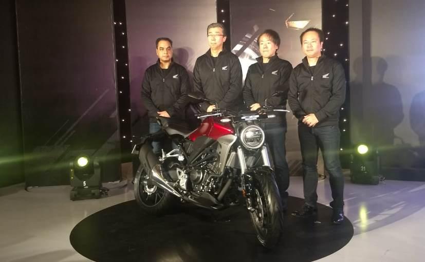 नई CB300R स्ट्रीटफाइटर बाइक को मॉडर्न अंडरपिनिंग के साथ रेट्रो लुक दिया है