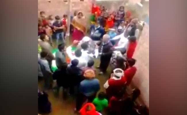 बिहार में वंदे मातरम नहीं गाने पर स्कूल में बवाल, मुस्लिम शिक्षक ने कहा- संविधान में यह जरूरी नहीं