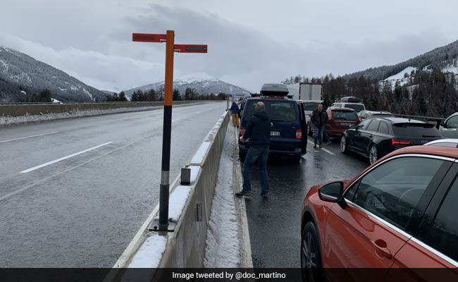 Snow Traps Thousands Of Cars On Italy Highway, 200 Occupants Rescued