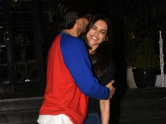 Ranveer Singh Kissing Deepika Padukone On Dinner Date Is The Sweetest Thing You'll See Today