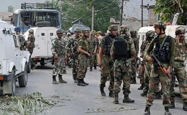 जम्मू कश्मीर: श्रीनगर में पहुंची अर्धसैनिक बलों की 100 टुकड़ियां