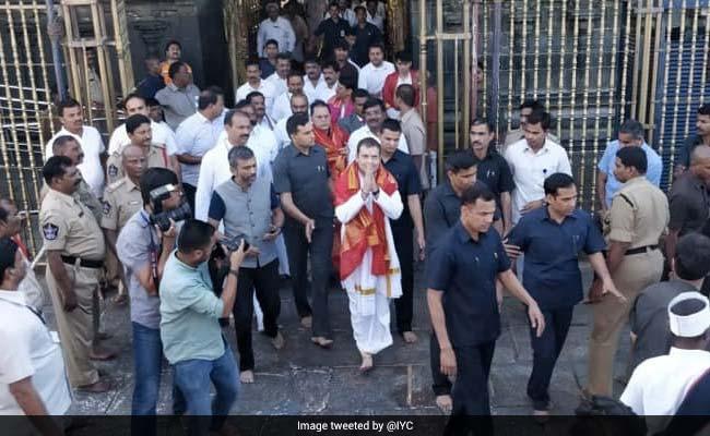 दो घंटे पैदल चलकर कांग्रेस अध्यक्ष राहुल गांधी ने की भगवान वेंकटेश्वर की पूजा, देखें VIDEO