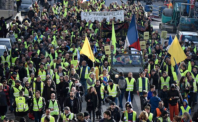 Demonstrator At Paris 'Yellow Vest' March Loses Hand