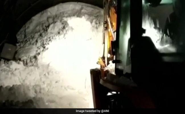 जम्मू कश्मीर के कुलगाम में हिमस्खलन, 6 पुलिसकर्मी लापता