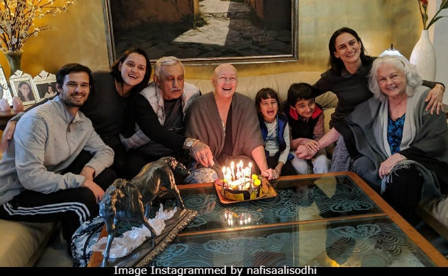 Nafisa Ali, Battling Cancer, Celebrates 39th Anniversary With Major Fam-Jam