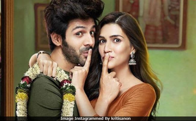 Propose Day: Kartik Aaryan's Romantic Luka Chuppi Moment With Kriti Sanon Doesn't Go As Planned