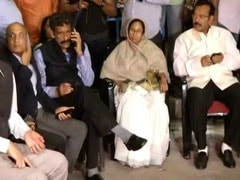Mamata Banerjee On <i>Dharna</i> In Kolkata, Supporters Keep The Protest Going