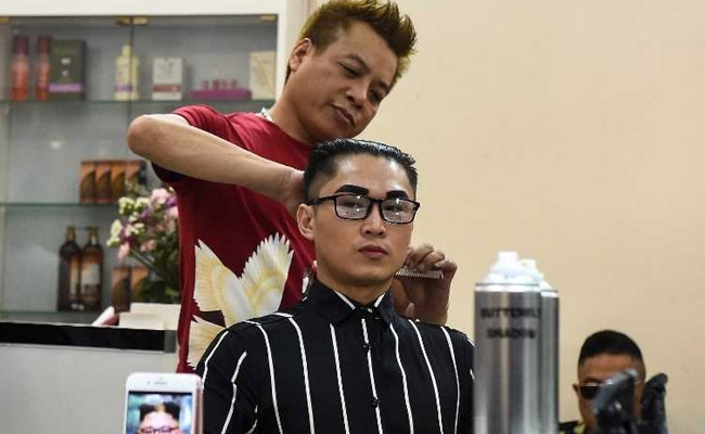 Barber Marks US-North Korea Summit With Free Trump, Kim Style Haircuts