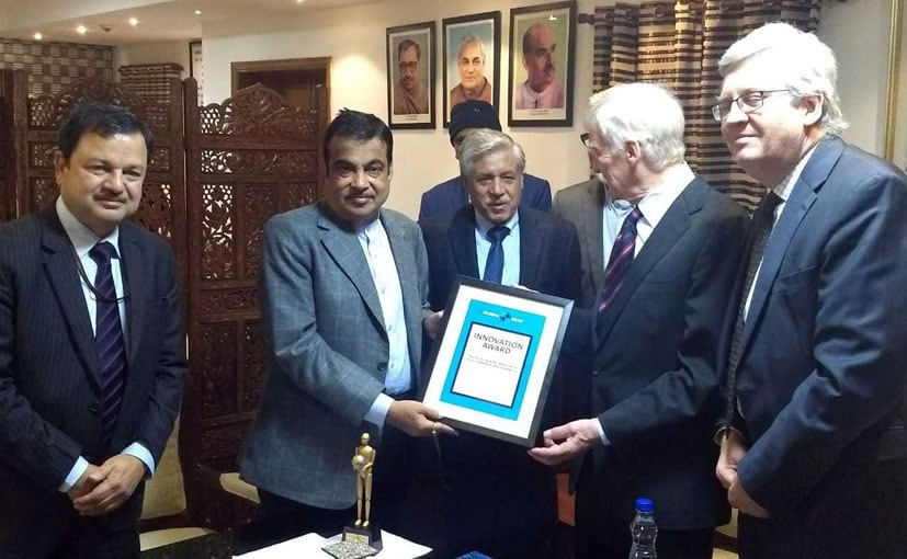 Max Mosley, Ex-chairman, Global NCAP presenting the award to Nitin Gadkari and Abhay Damle