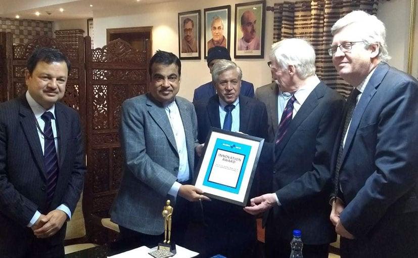 David Ward, President- Global NCAP presenting the award to Nitin Gadkari and Abhay Damle