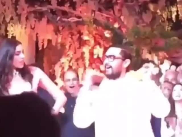 आकाश अंबानी की प्री-वेडिंग पार्टी में आमिर खान ने श्लोका के साथ किया 'आती क्या खंडाला' पर डांस, देखें VIDEO