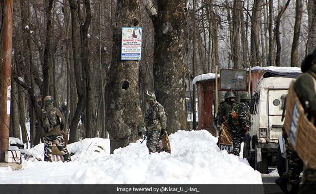 कश्मीर:  भारी बर्फबारी में सेना की मदद की बदौलत गर्भवती महिला ने जुड़वां बच्ची को जन्म दिया