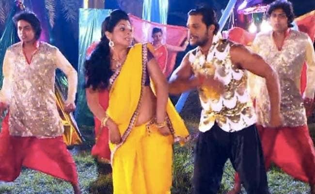 Bhojpuri Cinema: खेसारी लाल यादव ने होली में गाया, 'ब्लैक में दारू लाएंगे भले छपरा में पकड़ाएंगे', Video ने उड़ाया गरदा