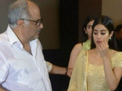 Janhvi, Khushi And Boney Kapoor Attend A <i>Puja</i> In Chennai Ahead Of Sridevi's Death Anniversary