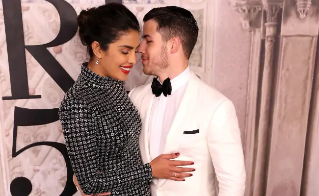 Nick Jonas' Shallow Cover For Priyanka Chopra Is A Reminder That Oscar Weekend Is Here